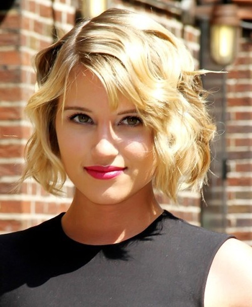 Celebrity short wavy hairstyle for women - blonde bob