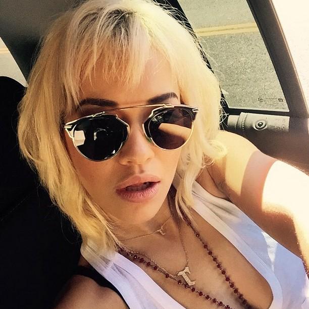 Rita Ora short blonde wavy bob cut