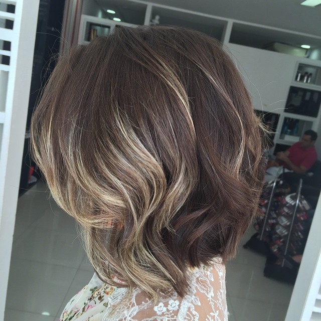 sexy shoulder length wavy bob hairstyle for thick hair