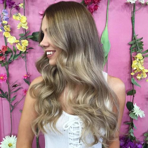 Elegant Blonde Curls