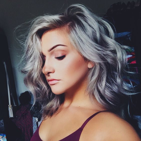 How to Pull Off the Gray Hair Trend