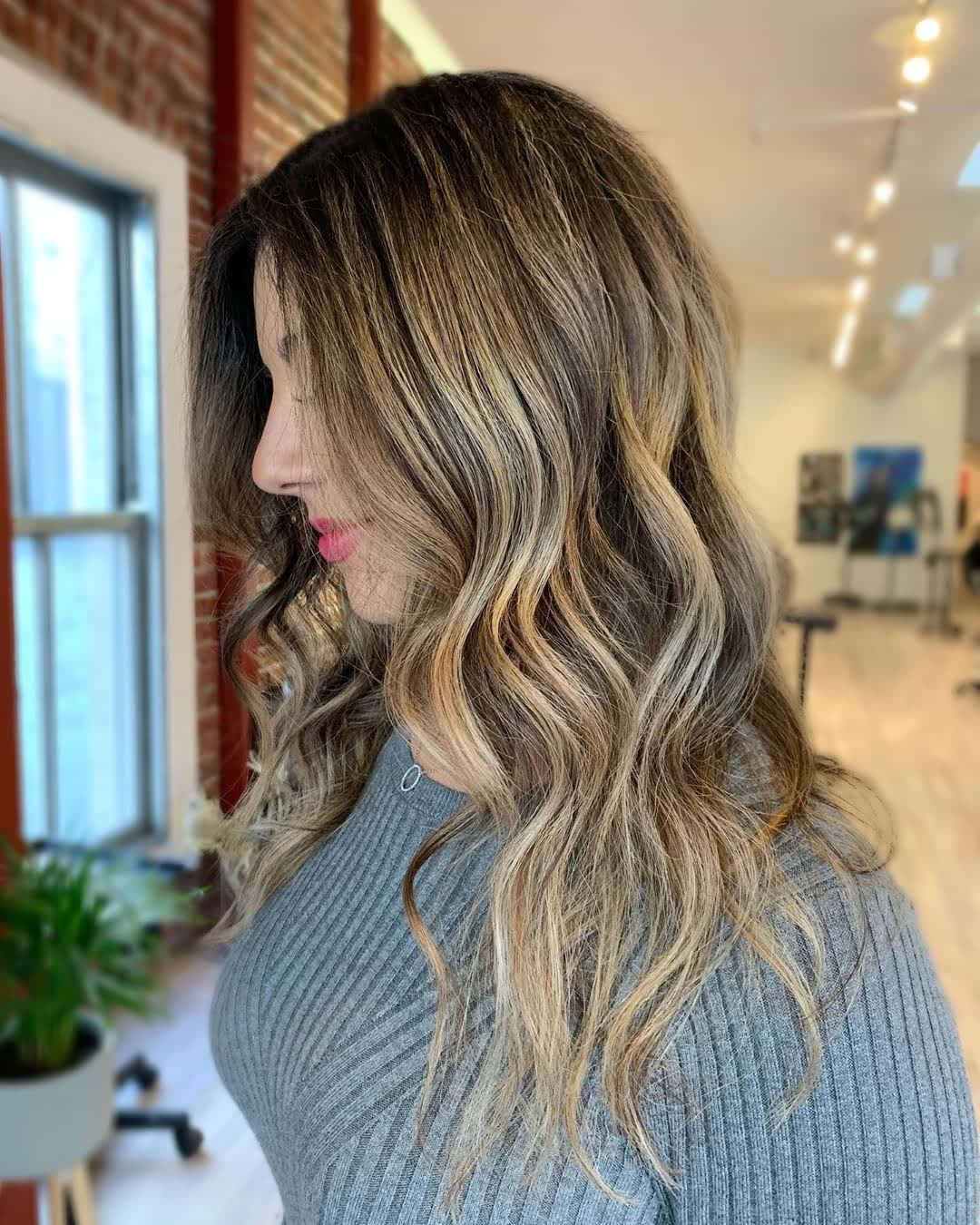 10 Beach Wave Hair & Balayage Ideas with Icy Charm!