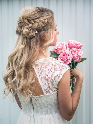 1010137 768x1024 - Svatební účesy 2020