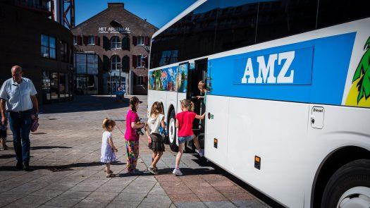 De wielen van de bus 220 scaled - MLoW Musical