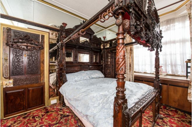 4fb960d1 a830 4744 9b68 dc81a2123fee - £800k four-bed in London looks like normal terrace... but has incredible private pub hidden inside