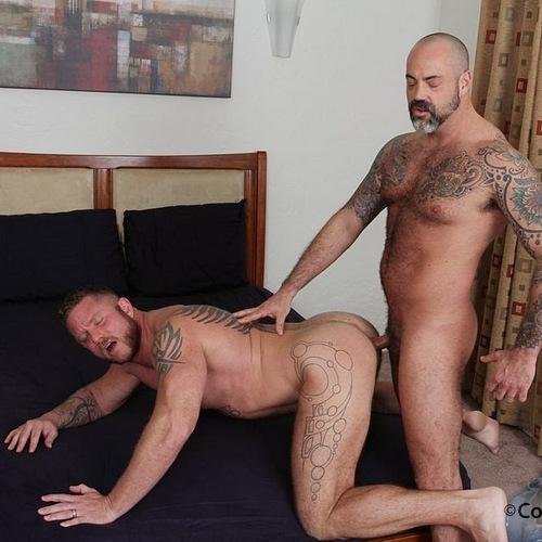 scotty rage barebacks his boyfriend charlie harding