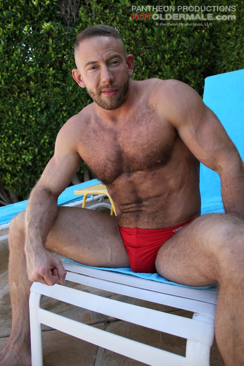 Beefy Hunk Shay Michaels Gets Naked Outdoor - Hairy Guys In Gay Porn-7377