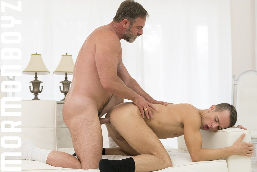 Kristofer Weston Fucks Logan Cross Raw 05