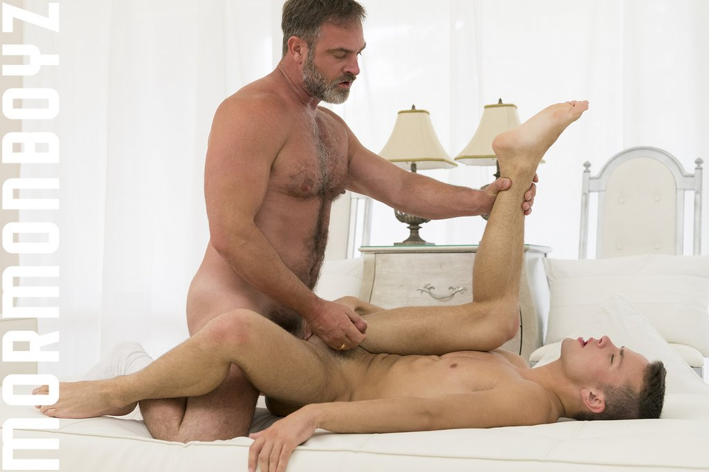 Kristofer Weston Fucks Logan Cross Raw 09