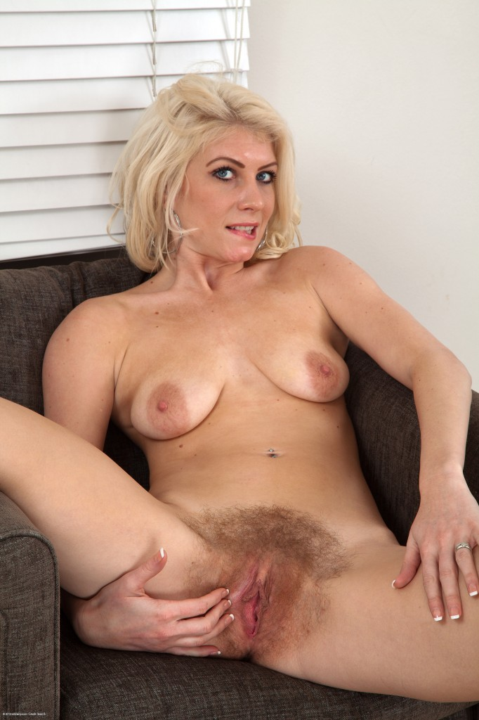 naked mature scottish women