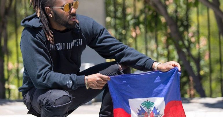 Jason Derulo arborant le drapeau haïtien sur sa page Facebook 18 mai 2017.