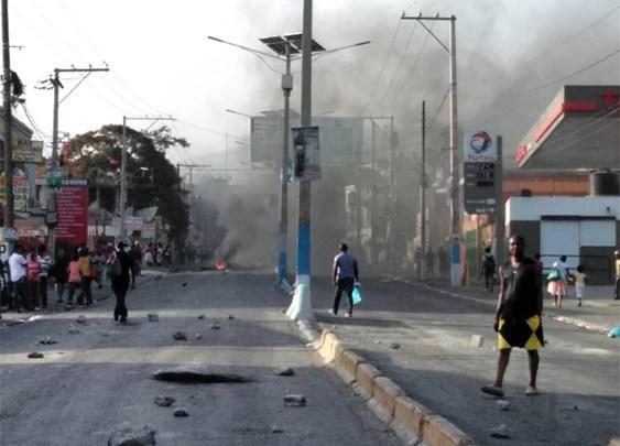 Rues barricadées Port au Prince toujours paralysée