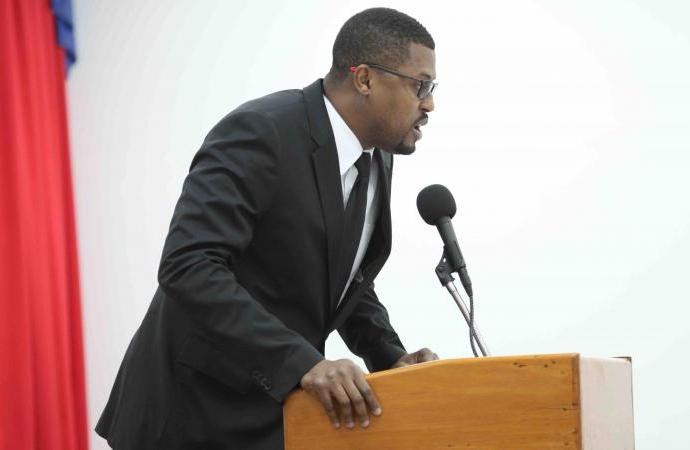 Haiti-justice : Le Depute Gary Bodeau s'est rendu au cabinet d'instruction afin dit-il de renforcer la justice de son pays .