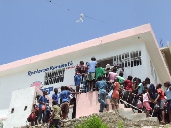 Haïti-Social : Jovenel Moïse tient promesse, 600 restaurants communautaires inaugurés