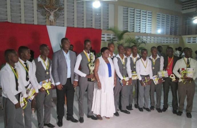 Le Collège Catherine Flon remporte la 4e édition du concours «Génie Interscolaire de Carrefour»