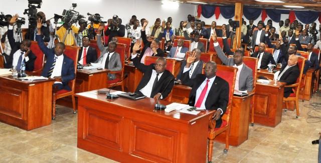 Les sénateurs convoqués à une séance spéciale ce dimanche