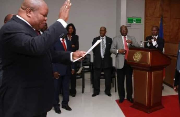 Jovenel Moïse installe un nouveau président à la Cour de Cassation