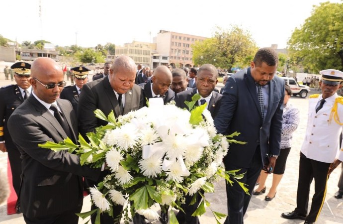 7 avril 2019: Encore des gerbes de fleurs pour Toussaint Louverture