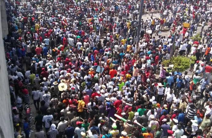 Manifestation anti-Jovenel: plusieurs milliers de personnes ont gagné les rues
