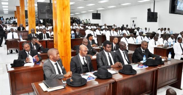 L'ouverture de la deuxième session législative est dans l'impasse