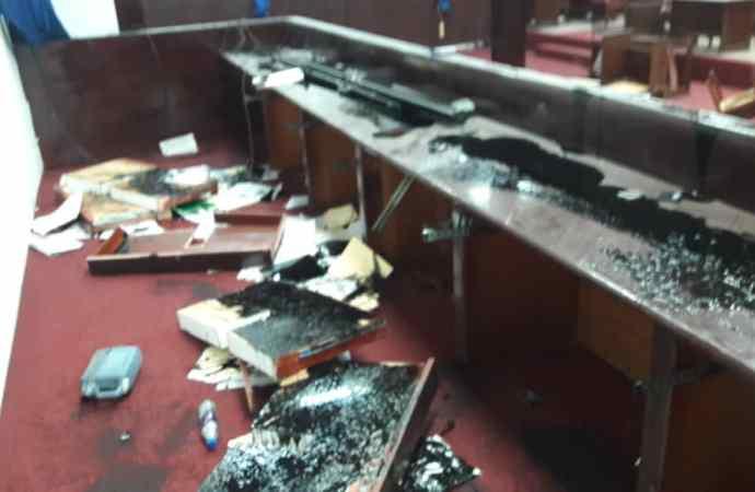 Ratification du PM nommé: Les députés de l'opposition saccagent la salle de séance