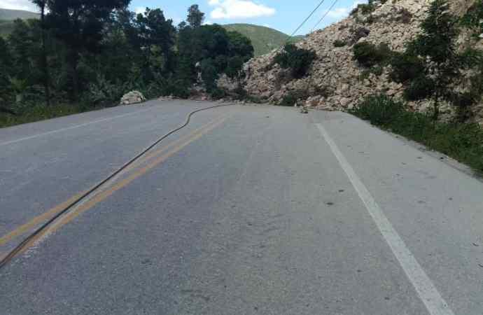 La route nationale numéro un bloquée au niveau d'Ennery