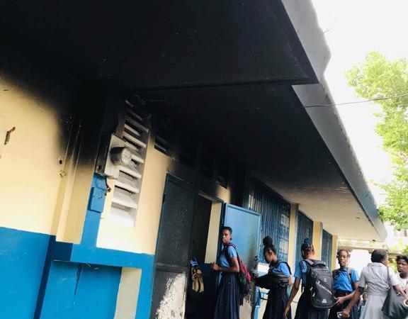 Jacmel: des institutions scolaires et publiques ciblées par des manifestants