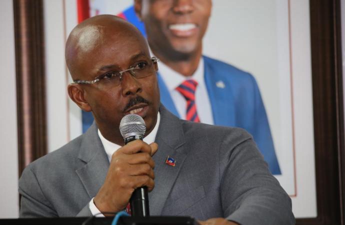 """""""Le gouvernement applique une politique d'austérité pour réduire ses dépenses"""", selon Jean Michel Lapin"""