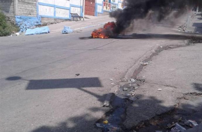 Rues désertes, barricades enflammées,  Port-au-Prince, des villes de province sous tension