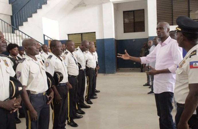 Jovenel Moïse veut redonner confiance aux policiers?