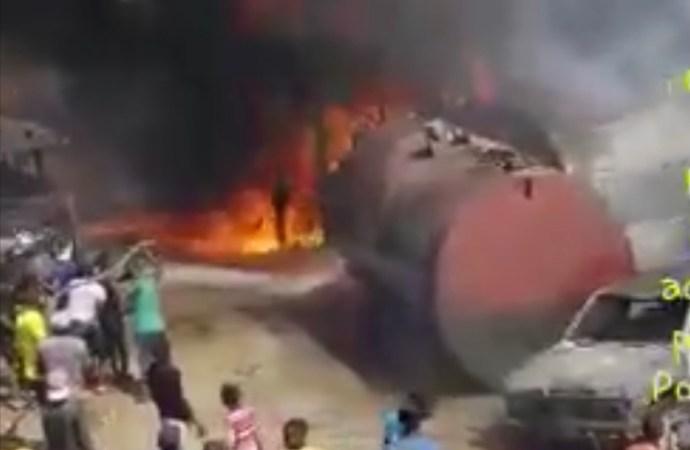 Mariani: Une partie d'une pompe à essence consumée par les flammes