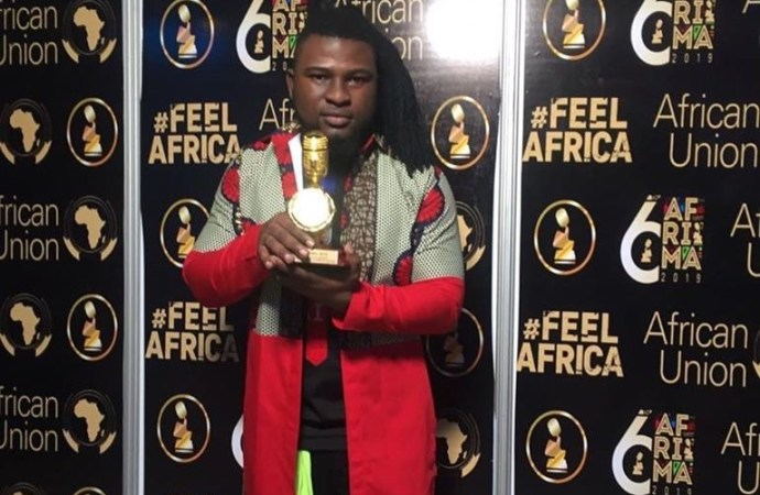 Manno Beatz hisse le bicolore en terre africaine