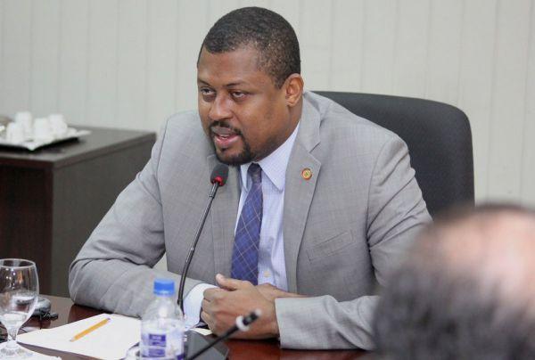 Caducité du parlement: le débat sur la réforme constitutionnelle est relancé