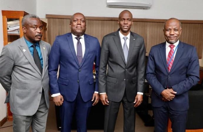 Lutte anti-corruption:Jovenel Moïse rend visite à l'ULCC