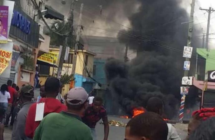 Suspension des élections: des heurts éclatent en République Dominicaine