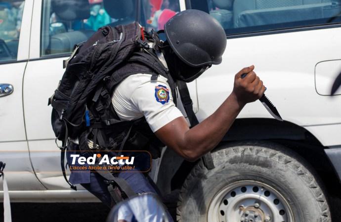 La réintégration des 5 policiers soulève des débats