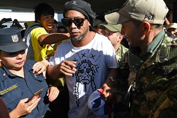 Arrestation du footballeur Ronaldinho au Paraguay