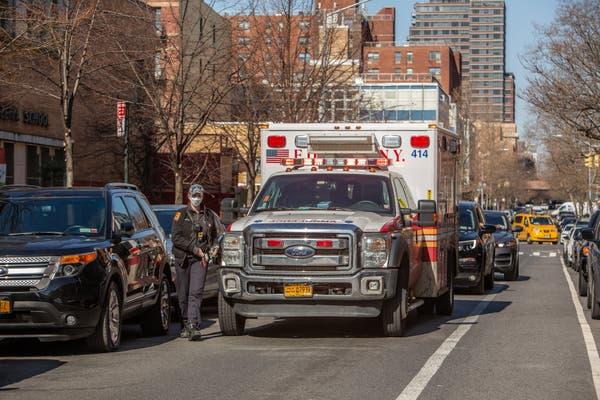 Des personnels de santé à New York contaminés par le Covid-19