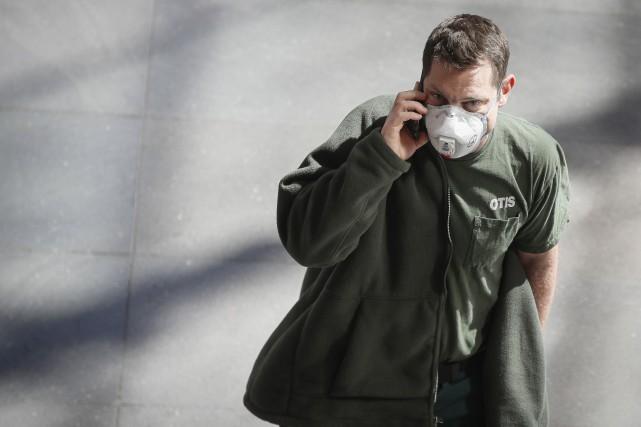 COVID-19: les bourses plongent encore, l'Italie se crispe, l'OMS parle de «pandémie»