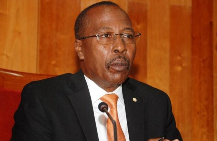 Coronavirus: le président du Sénat s'érige en défenseur de la population