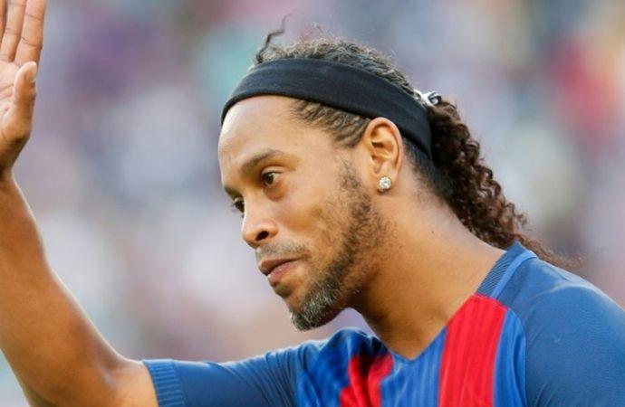 Sorti de prison, le footballeur Ronaldinho assigné à sa résidence