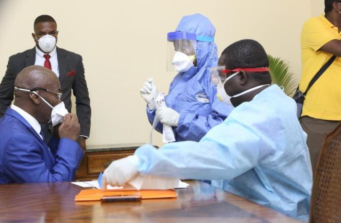 Coronavirus: Joseph Jouthe et son gouvernement se font tester