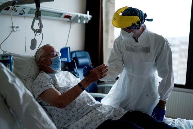 Le bilan de la pandémie: plus de 245000 morts dans le monde