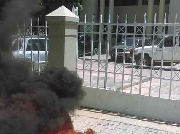 Protestation au ministère de la culture et de la communication
