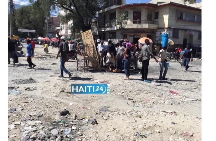 Nouvelle journée de tension à Port-au-Prince : un véhicule incendié, des pare-brises d'autres cassés