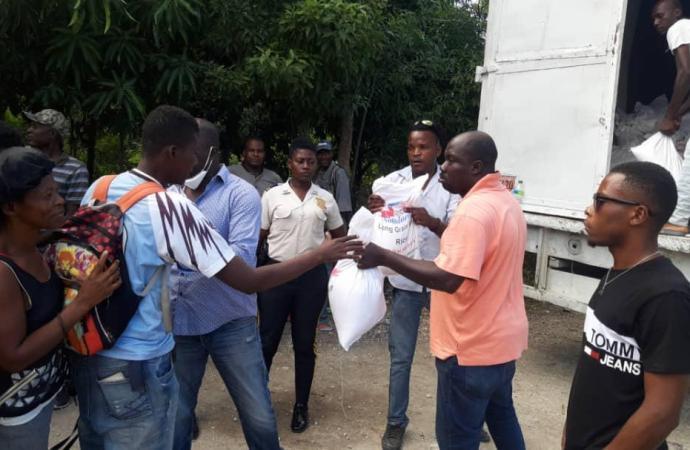 5000 kits alimentaires distribués par le FAES au niveau de trois départements