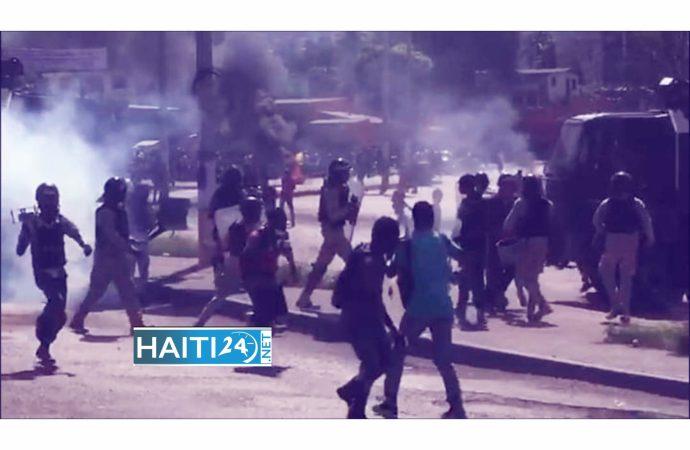 Mobilisation antigouvernementale : les manifestants gazés, des journalistes blessés
