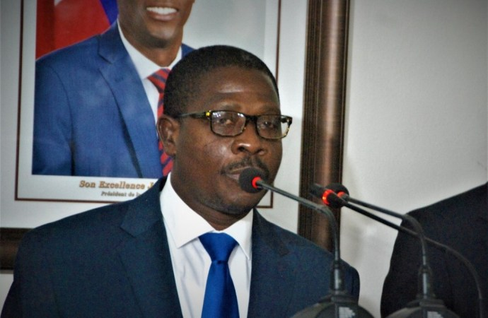 « Les opposants au pouvoir en place sont des voleurs qui n'ont aucune capacité pour diriger le pays », a déclaré Rockfeller Vincent sans scrupules