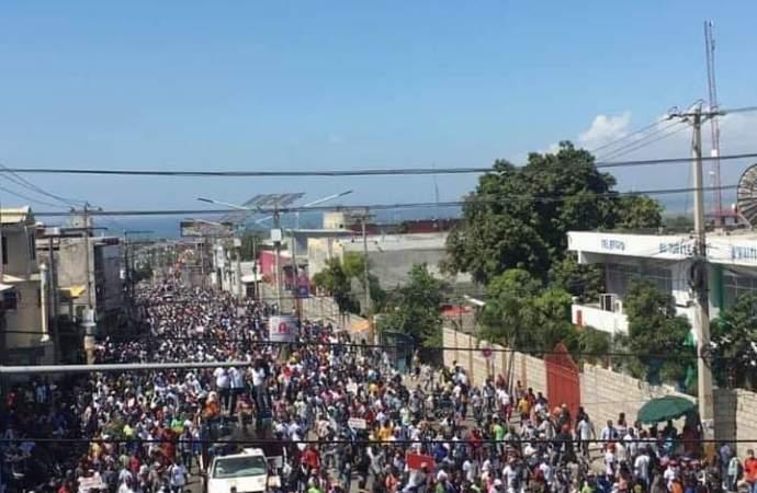 Marche contre la dictature : plusieurs milliers de personnes dans les rues Port-au-Prince