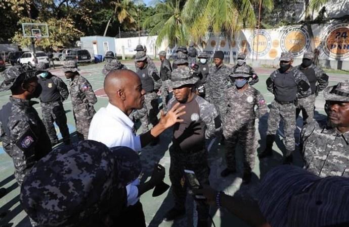 Visite de solidarité du président Jovenel Moïse à la base du SWAT Team